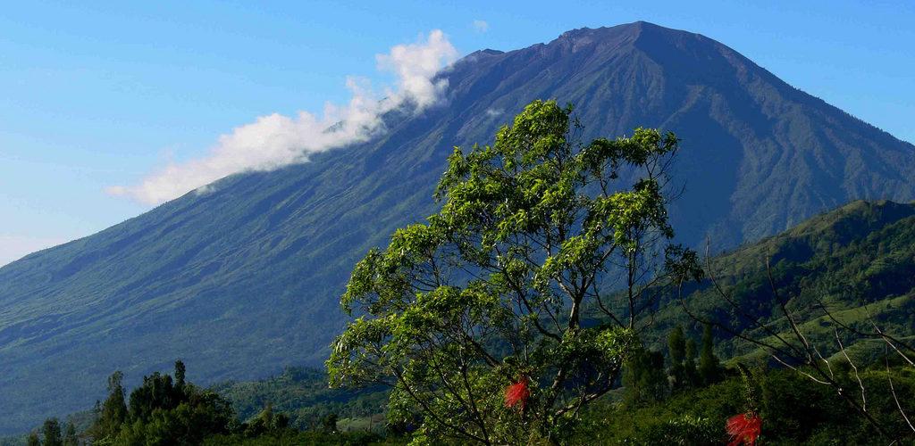 indonesia-bali-mount-agung-flickr-com-gede_sanat-kumara